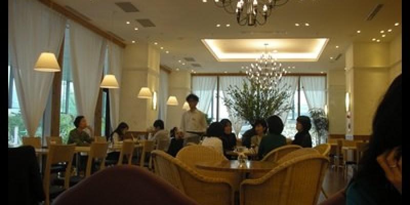 女僕們的午茶時光。Afternoon tea