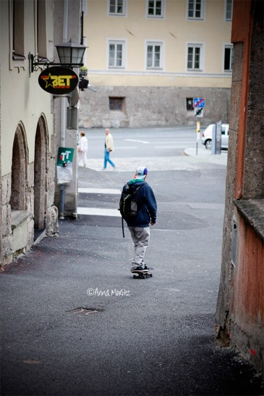 Some dude cruising down Langer Graben, Hall in Tirol