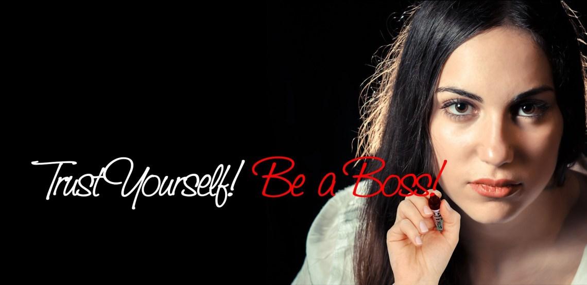 Frau schreibt: Trust Yourself! Be a Boss!
