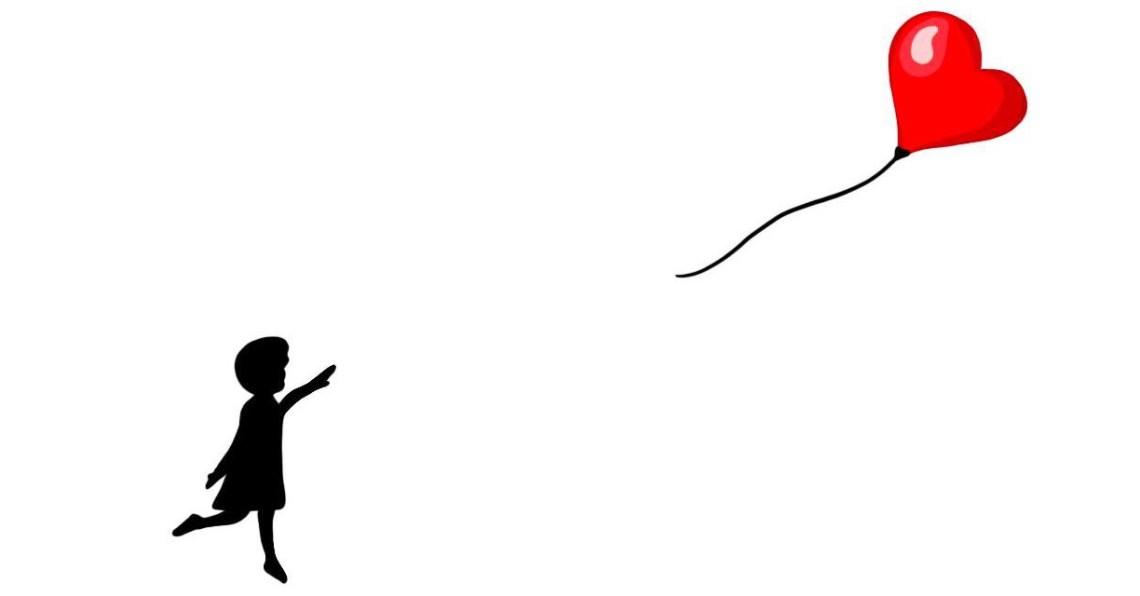 Mädchen lässt Luftballon los