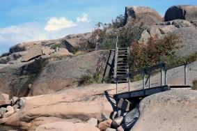 Förr fanns ingen trappa eller ledstång. Då gällde det att klättra i berget för att komma fram.