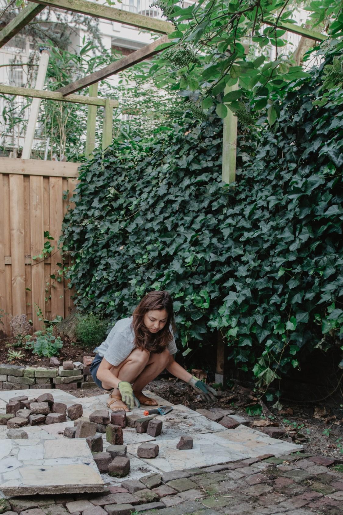 Portretfotografie in tuin - professionele fotografie tuin - tuinieren fotografie