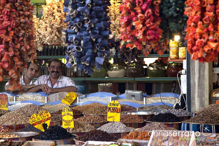 Turkey, South Eastern Anatolia Region, Gaziantep, covered Spice and food market