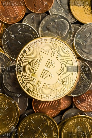 golden-bitcoins-digital-cryptocurrency-P58BTQC