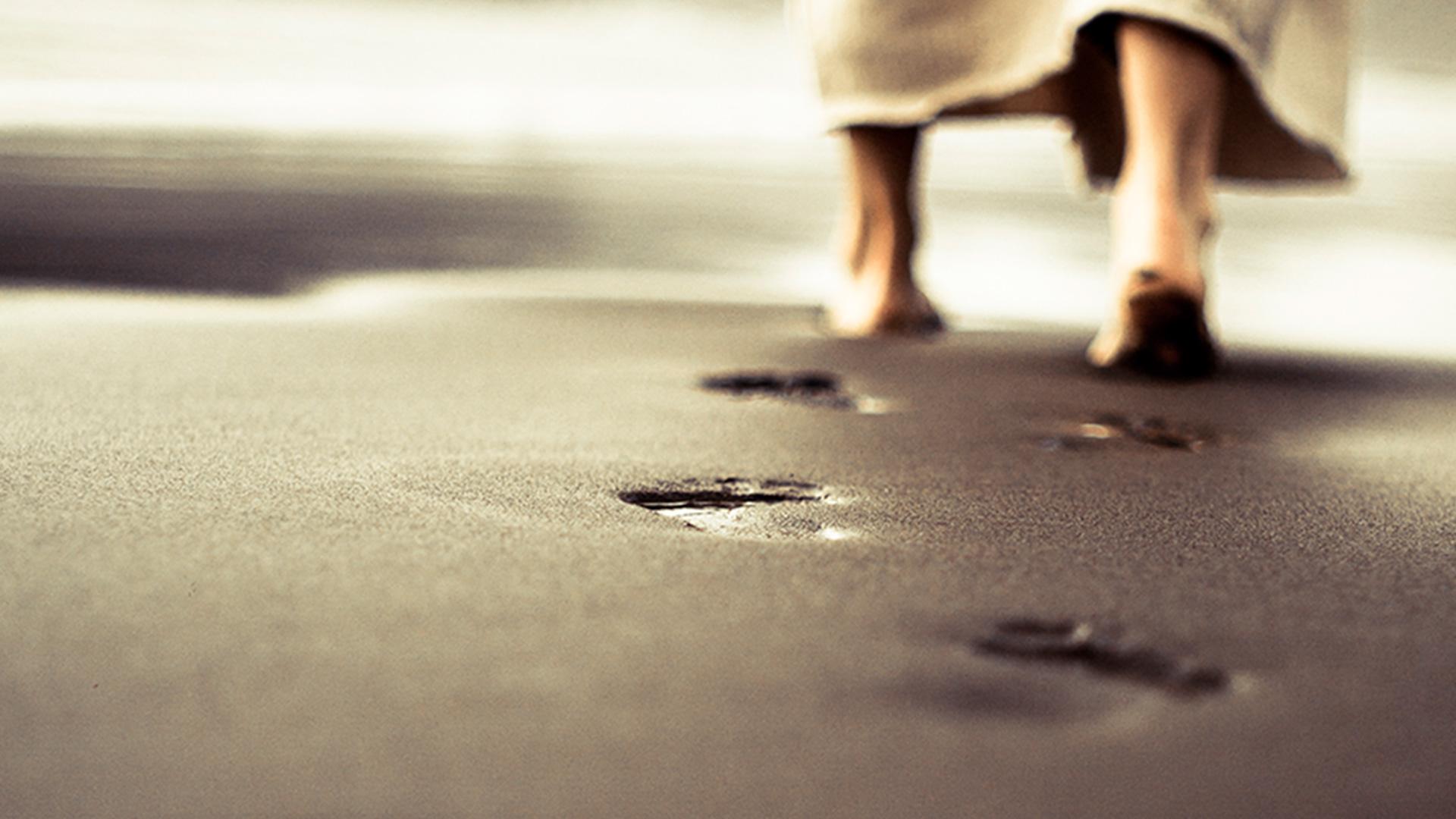 Jesus-walking-on-beach-1920×1080