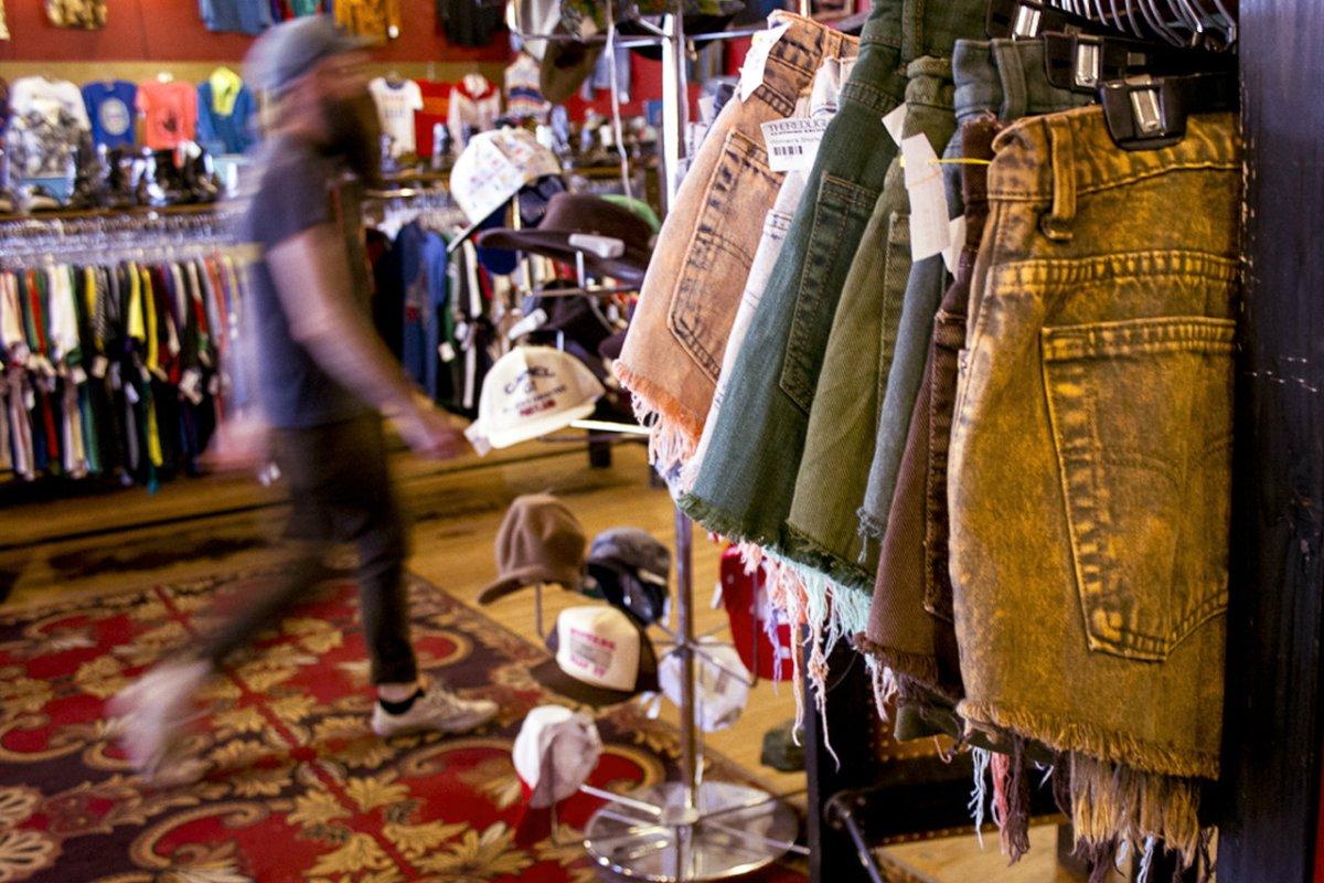 9 fördelar och 1 nackdel med att köpa kläder second hand.