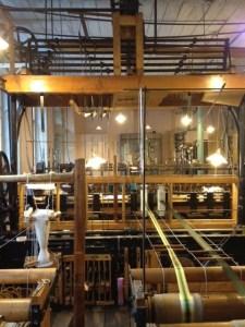 Maskiner för sidenproduktion, gamla men fortfarande i bruk.