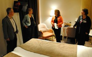 I ett av rummen på patienthotellet.