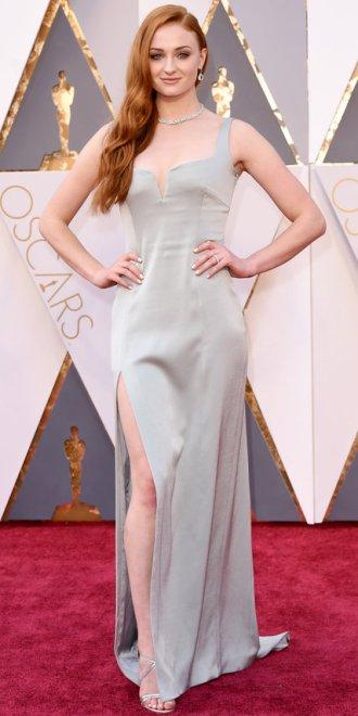 Sophie Turner, abito Galvan, gioielli Tiffany&Co.