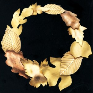 Necklaces with leafs in matched gold colours
