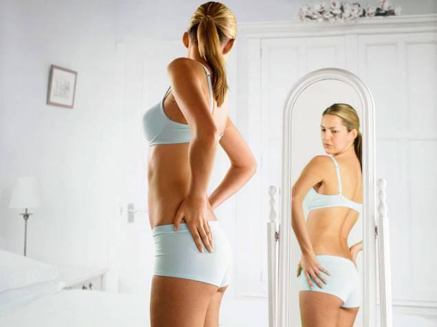 donna-allo-specchio
