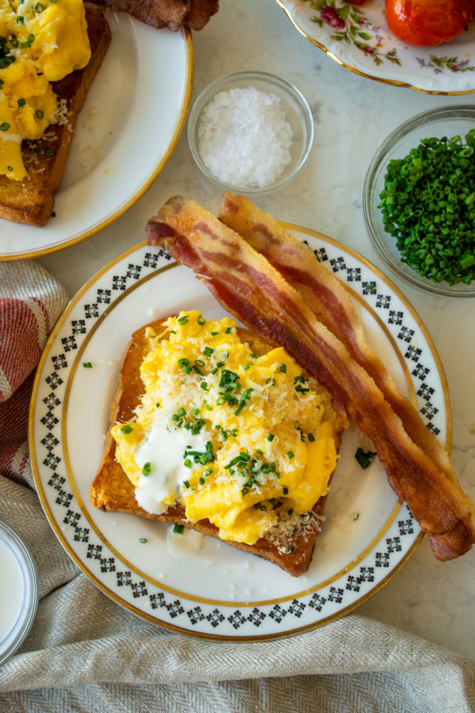 Scrambled eggs with horseradish