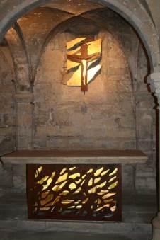 Autel reliquaire, pierre d'Autel classé, acier rouillé intérieur doré à la feuille d'or.