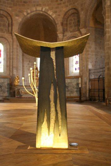 Ambon: fonte rouillée et bronze.