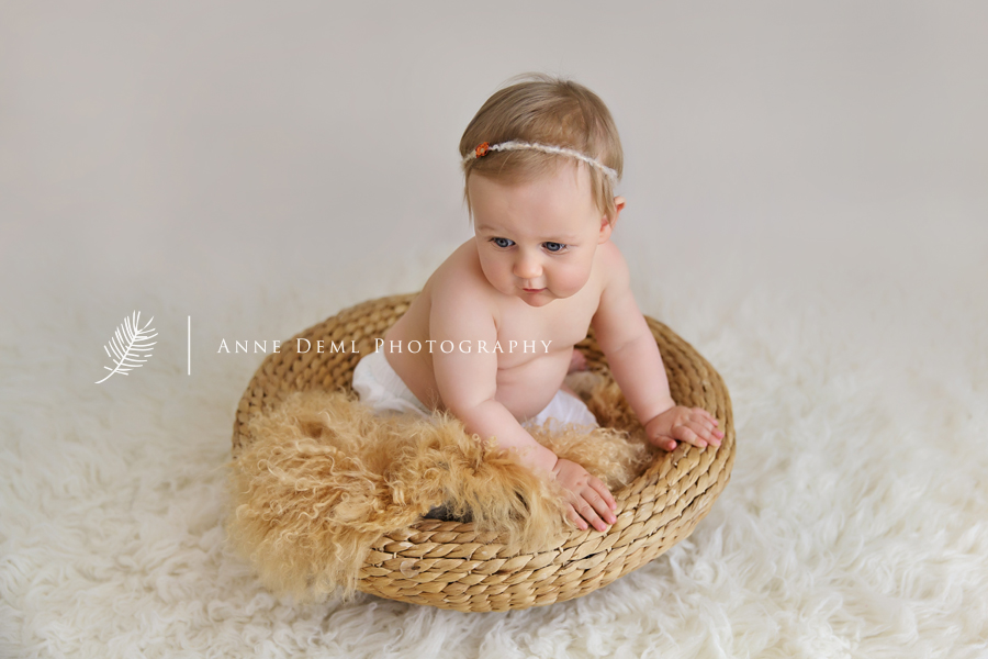Niedliche Babyfotos mit Emilia in Mnchen  9 Monate alt  Anne Deml Photography
