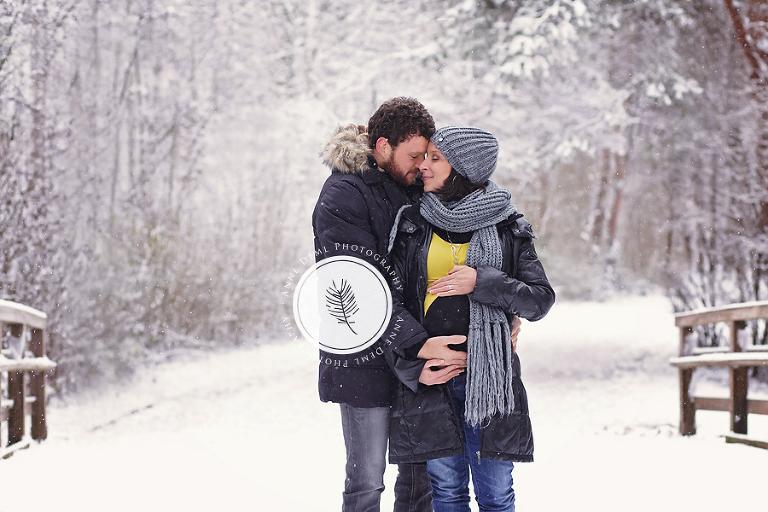 Babybauchfotos im Schnee mit Susanne und Tom  Babyfotograf Mnchen  Anne Deml Photography