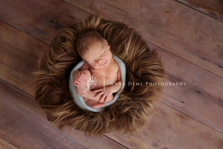 Niedliche Babybilder mit Valentin in Mnchen  Babyfotograf Bayern  Anne Deml Photography  Babyfotografin in Mnchen