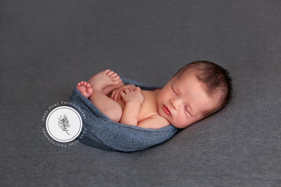 liebevolle_babybilder_babyfotograf_freising_anne_deml_fotostudio_neugeborenenshooting_geburt_baby_krankenhaus_hebamme_raphael_9