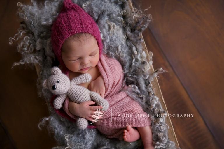 Niedliche besondere Neugeborenenfotos in Mnchen