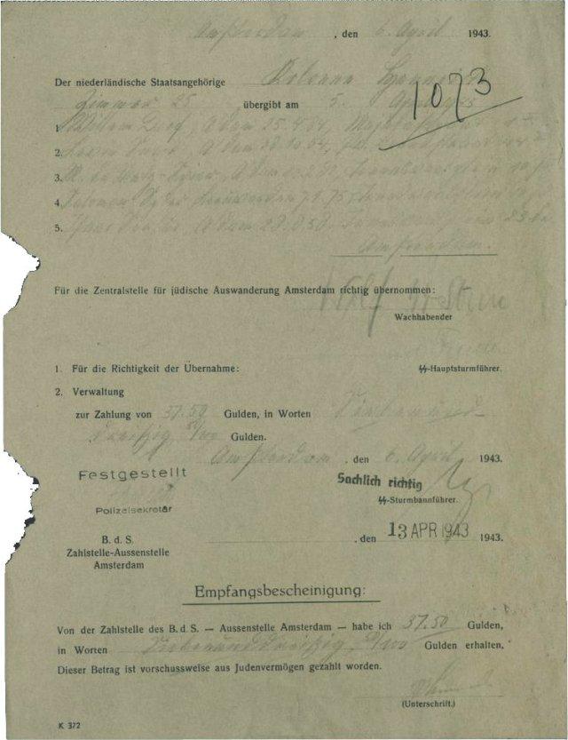 Comprobante de la denuncia de cinco judíos realizada por el grupo neerlandés 'Colonne Henneicke', por una tarifa de 37,50 florines, 6 de abril de 1943 en Ámsterdam. Cuatro de estos judíos apresados por las escuadras de operación de la SS fueron asesinados en Sobibor el 16 de abril de 1943.