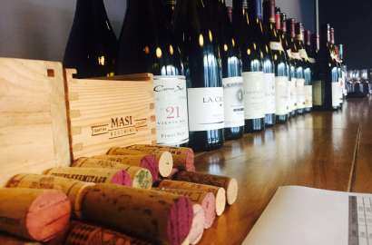 Finnes det god rødvin på taxfree som du sparer penger på? Jeg har undersøkt noe av utvalget og funnet flere gode viner. Her kommer 9 vintips.