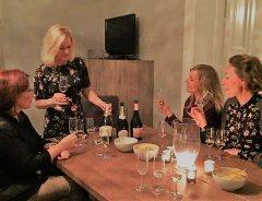 Vinkurs med Anne Fredrikstad: Har du lyst til å ta et vinkurs med meg? Målet er at du skal nyte det som er i glasset, få tips til nye viner og ha det gøy!