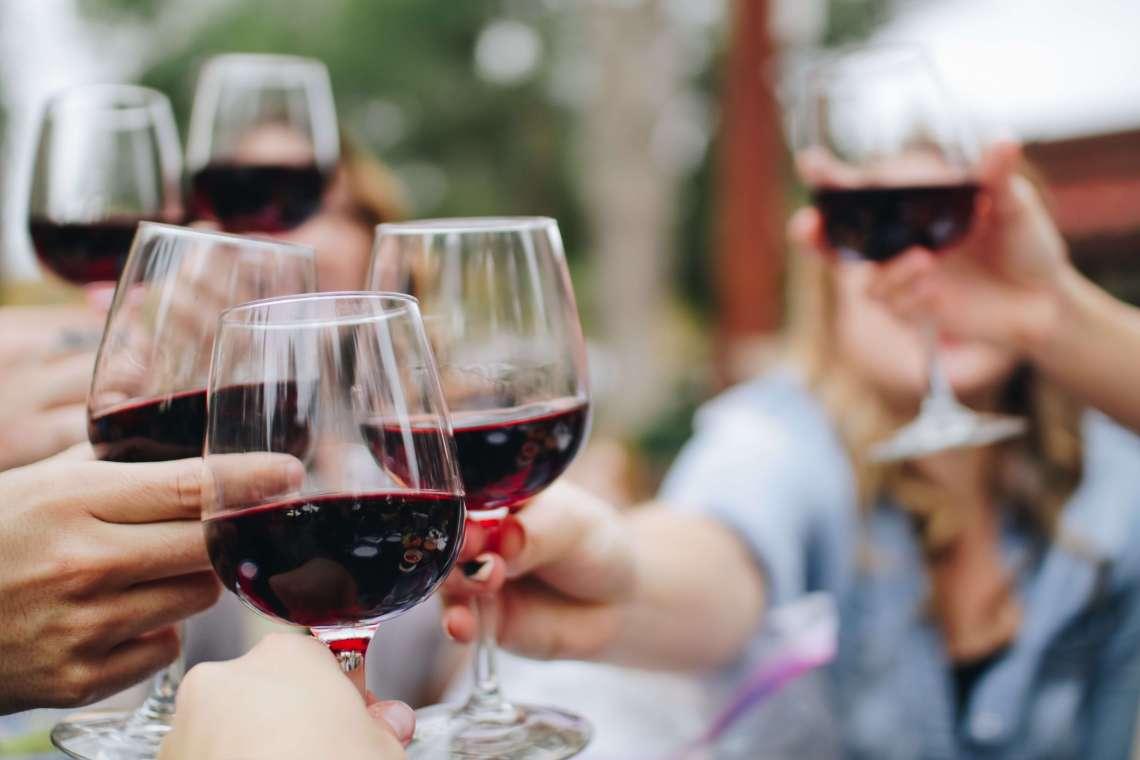 Hva er egentlig vin for damer, og finnes de? Ja, mener Victoria Brandvold. Hun har startet et eget vinimportselskap rettet mot kvinner. Her kan du lese mer om hennes råd til kvinner, både i deres vinvalg, men også til dem som ønsker å oppfylle sin drøm.