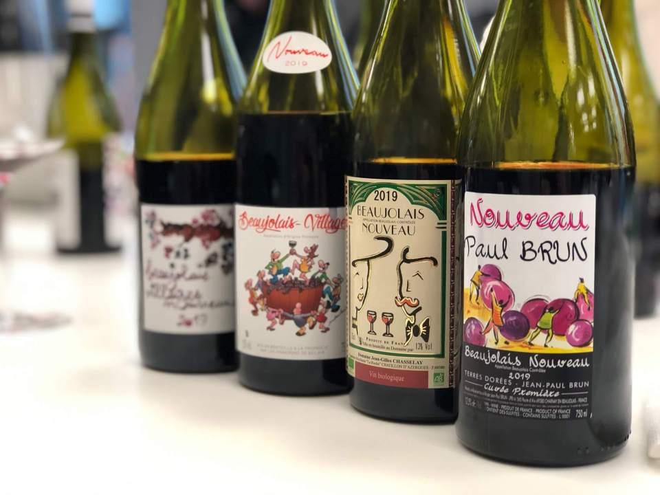 Beaujolais Nouveau 2019 er i salg kun kort tid etter at den er ferdig gjæret. Elsket og forhatt. Årgangen er verdt et forsøk. Vinene blir stadig bedre til tross for at de knapt er kommet i ungdommen. Er du klar? 21. november 2019 kommer vinene i salg på Vinmonopolet.