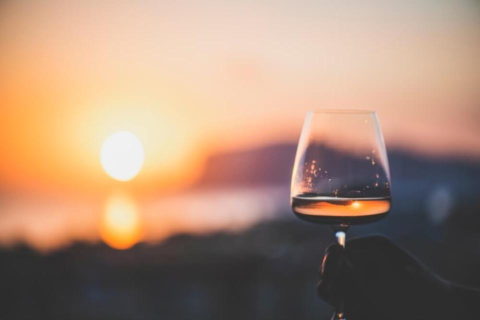 Salget av rosévin har hatt en eventyrlig salgsvekst, og den ser ikke ut til å ta slutt. Vi kjøper rosé, selv om det er høst. Her er omtale av seks viner.