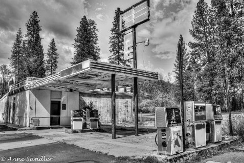 This gas station was near where we ate lunch.
