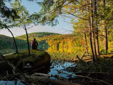 Contemplation sur le lac Gale, Bromont, Qc, Canada