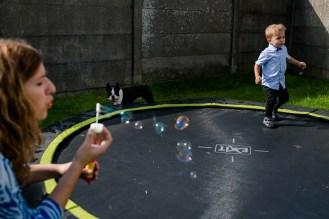 day in the life thuis kinderfotografie familie spontaan huisdier