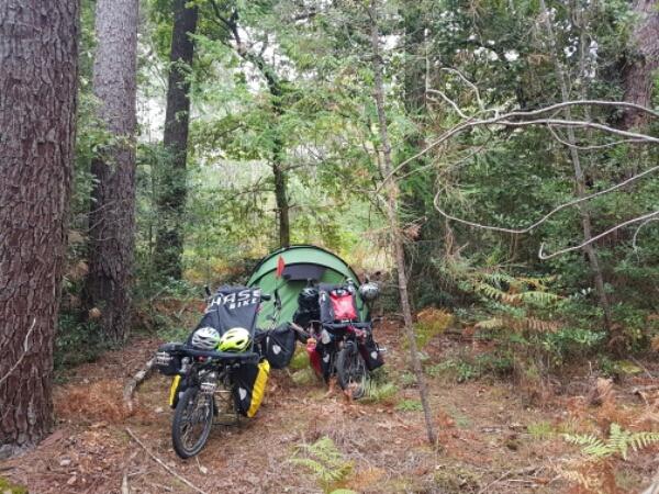 c3d9edae48b Het is ook de eerste keer dat we wildkamperen in een bos … best wel  spannend. Bjeurn hoopt straks een reetje te spotten en ik hoop vooral dat er  geen ...