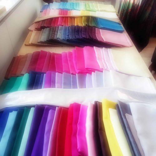 tissus couleurs-le vêtement énergie-Anne Rose Lovink