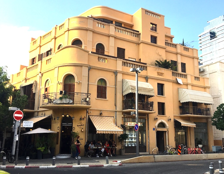 It's about a 20 minute walk along the beach promenade to Tel Aviv, around the streets of Rothschild and .... street we saw some wonderful buildings, here is a taste.