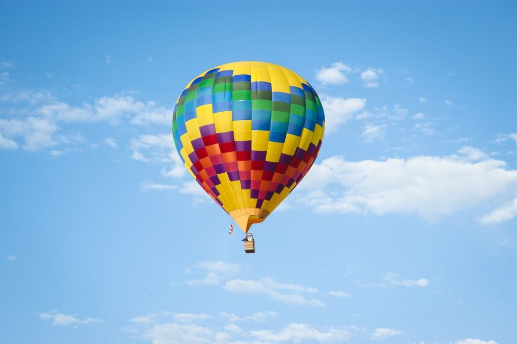 A hot air balloon takes advantage of the perfect skies and wind.