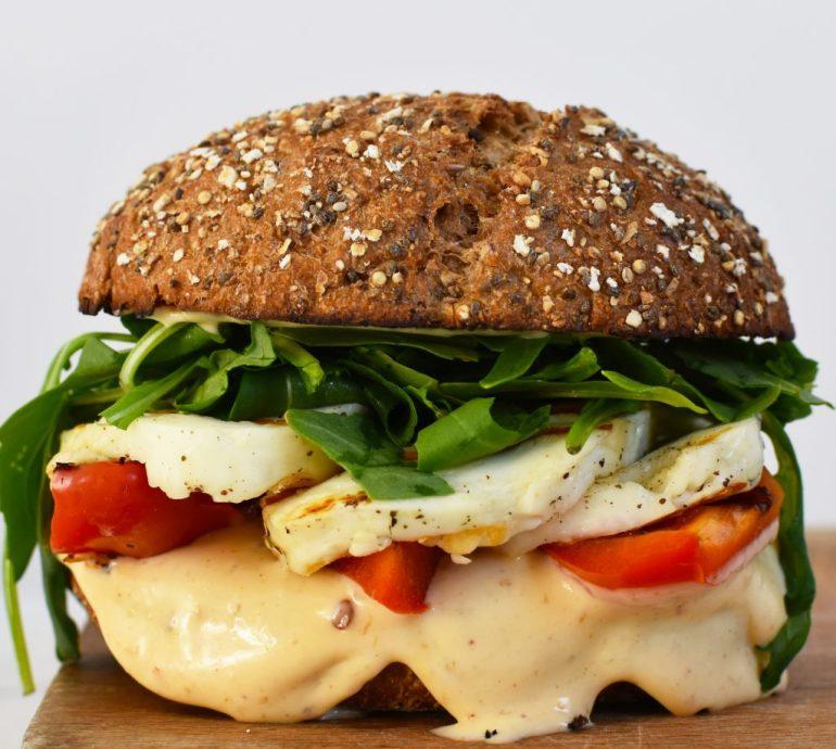 halloumiburger piri piri mayonnaise Annetravelfoodie.com | bregblogt.nl