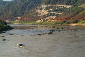 メコン川をタイ側からの望む。対岸はラオスとミャンマーだ。