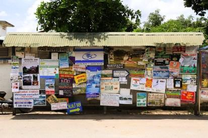 西洋人が多く訪れる街、パーイにて。英語表記の看板が目立つ。