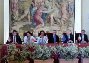 Annick Girardin s'exprime devant ses collègues européens et son homologue centrafricaine.
