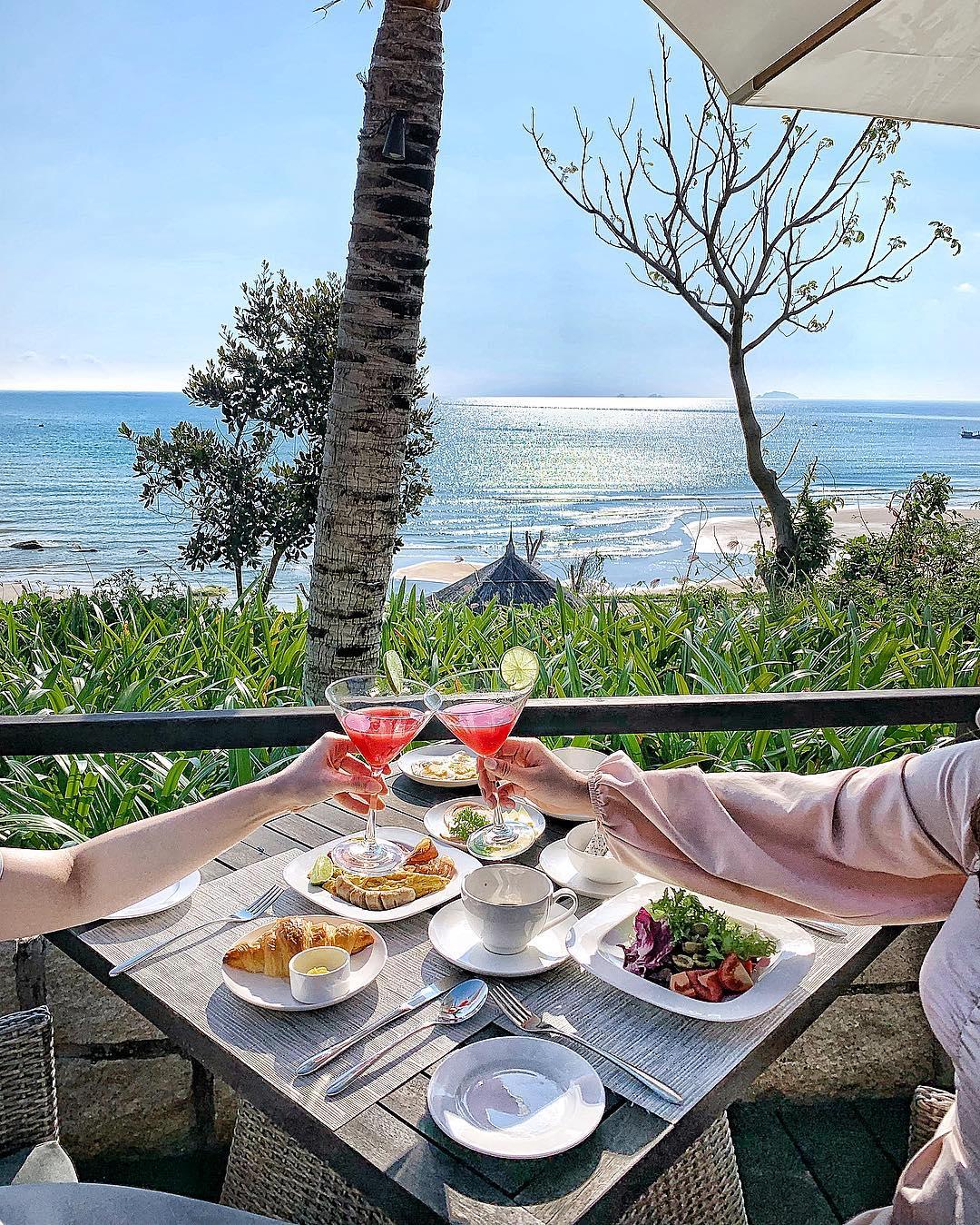 resort meal looking at the beach in Crown Retreat Quy Nhon, Vietnam