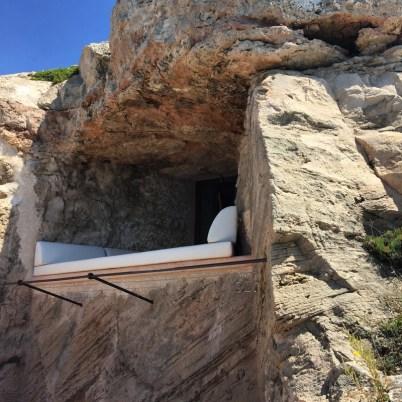 Day bed in the rock, Sentinel suite, Cap Rocat