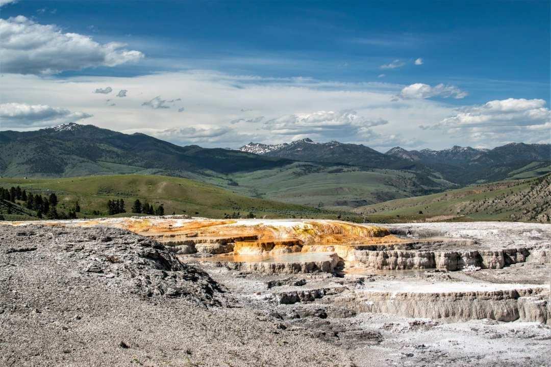 Annie Explore - Mammoth hot springs