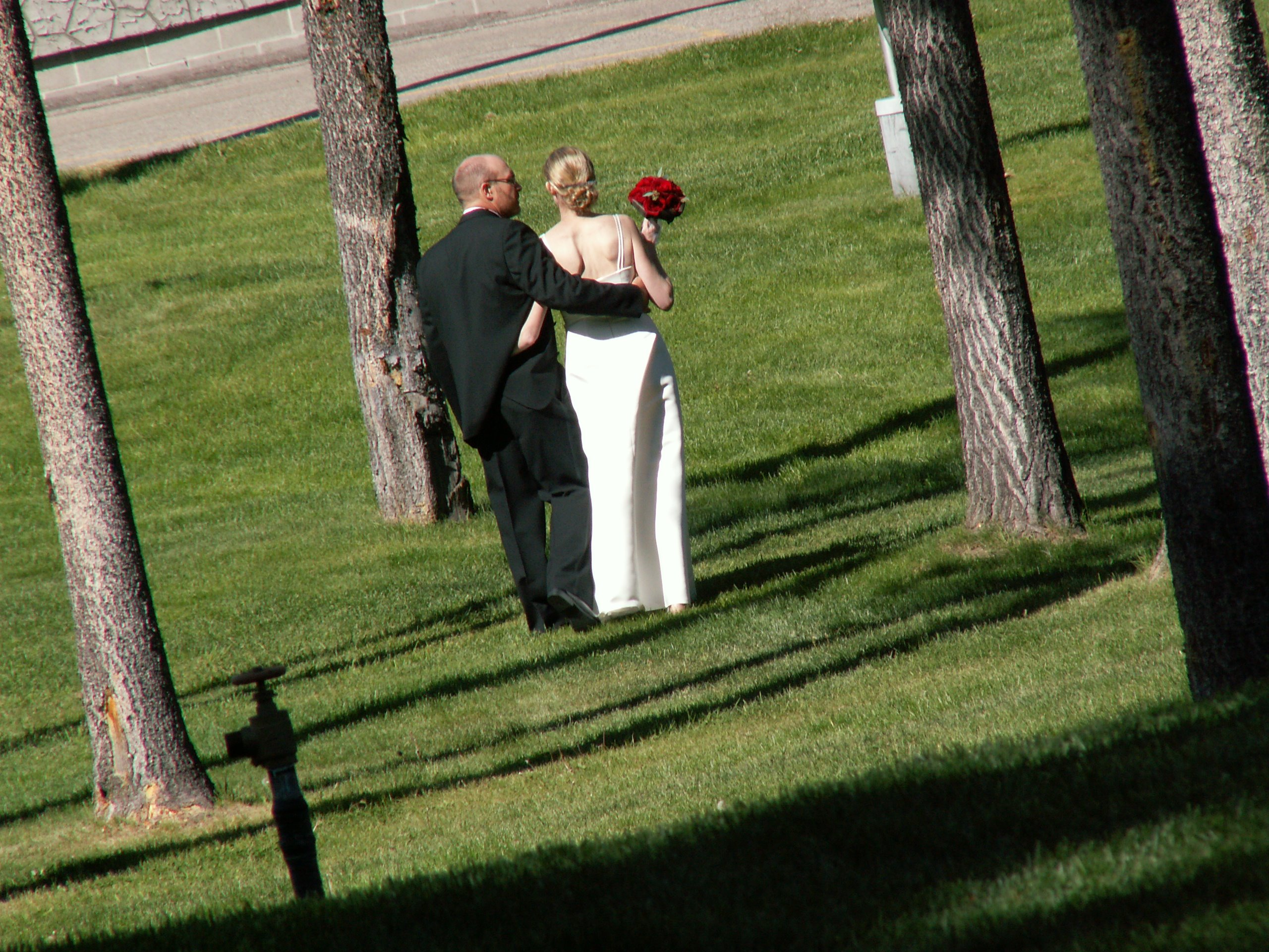 Rob and I going off for pictures after the ceremony. Edde (aka ED) took this pic.