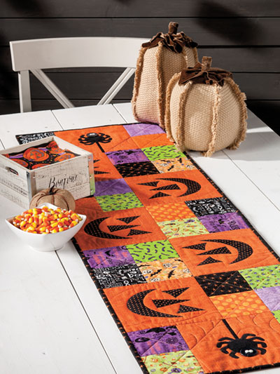 Halloween Table Runner Quilt Pattern : halloween, table, runner, quilt, pattern, Autumn, Halloween, Quilt, Downloads, EXCLUSIVELY, ANNIE'S, QUILT, DESIGNS:, Spooktacular, Table, Runner, Pattern