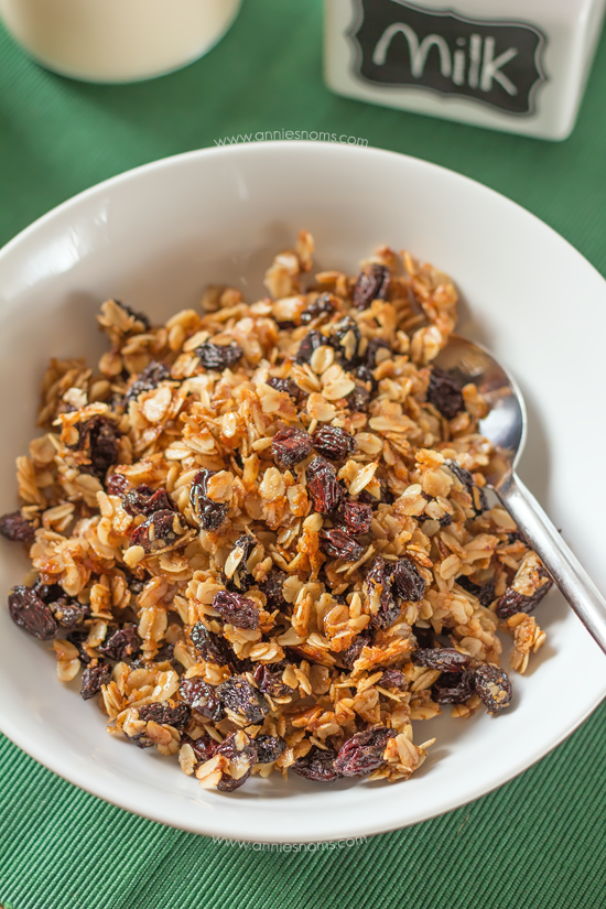 This Christmas Pudding Granola takes flavour elements from traditional Christmas Pudding and uses them to create a hearty, festive breakfast!