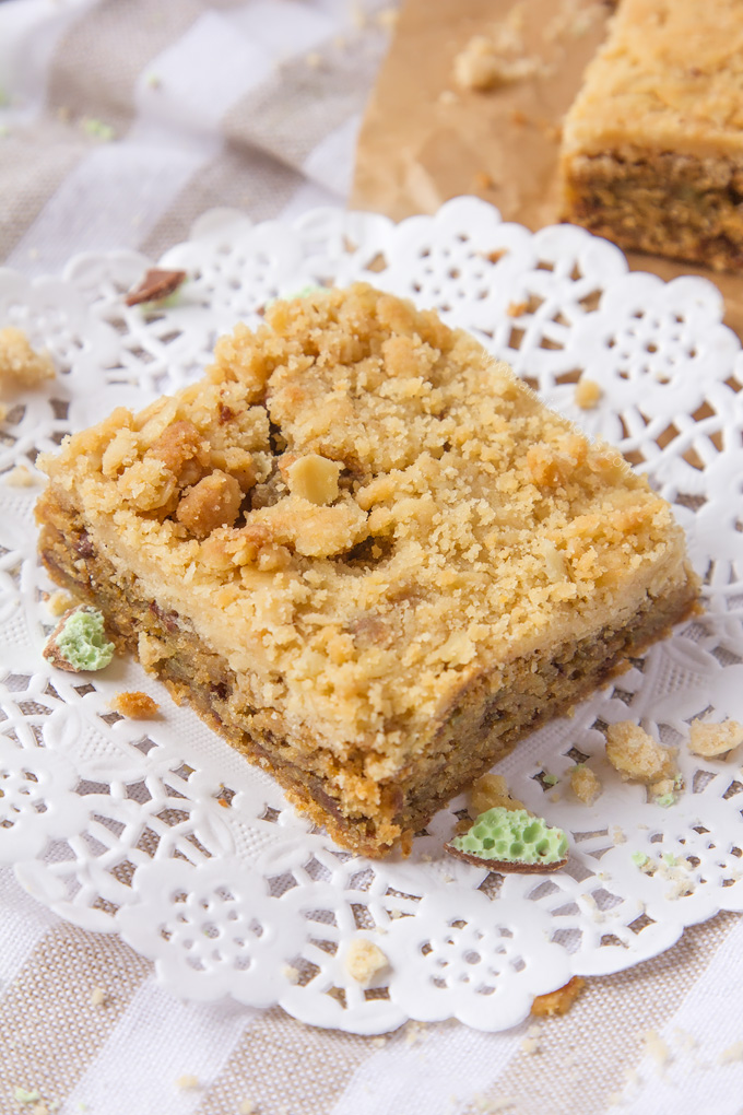 A chewy, mint chocolate filled cookie, with a crumbly, crunchy oat topping; these Mint Chocolate Streusel Cookie Bars are pure bliss!