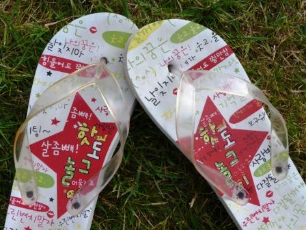 Flipflops med koreansk text, 20 spänn, Seoul 2007