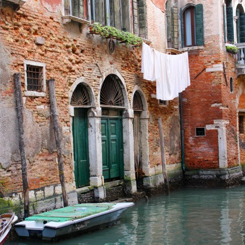 Venice Italy Canal Italian Food Venezia Gondola Gondoliers Boats Nautical Preppy Architecture Windows Travel Guide to Venice What to Do Eat Stay in Venice
