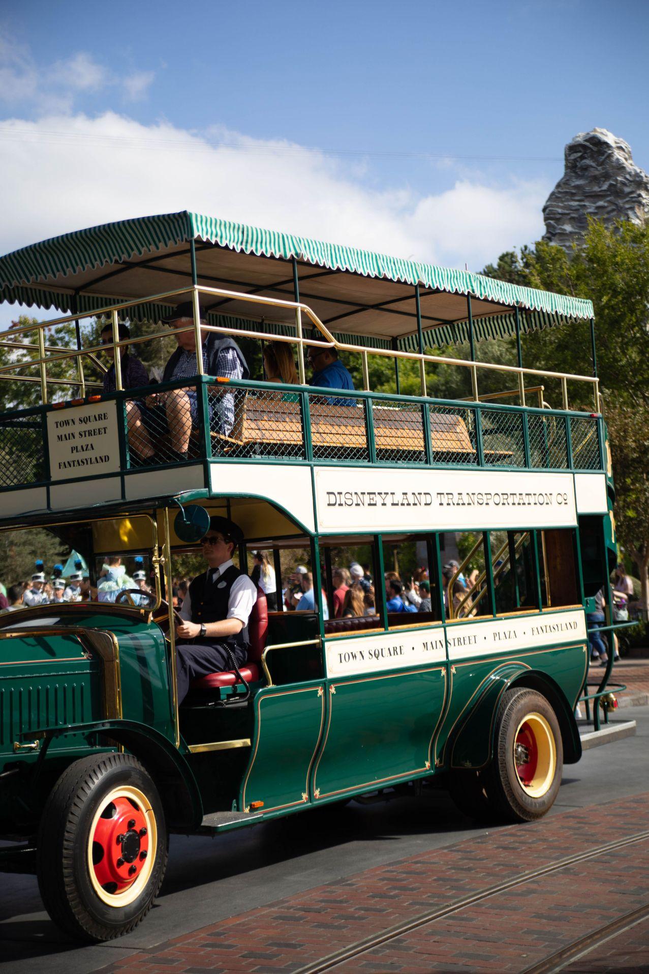 Disneyland The Ultimate Travel Guide by Annie Fairfax Disneyland Travel Tips Advice Mainstream, USA